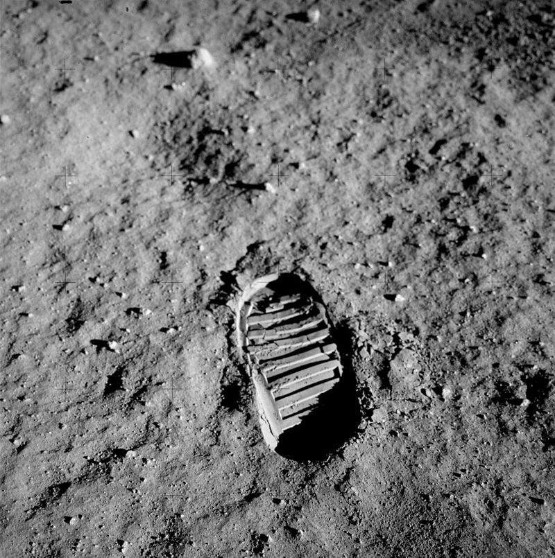 apollo_11_bootprint-footprint-buzz-aldrin-moon-step
