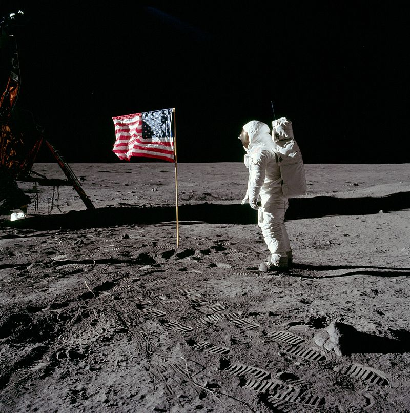 buzz-aldrin-salutes_the_u-s-_flag-moon