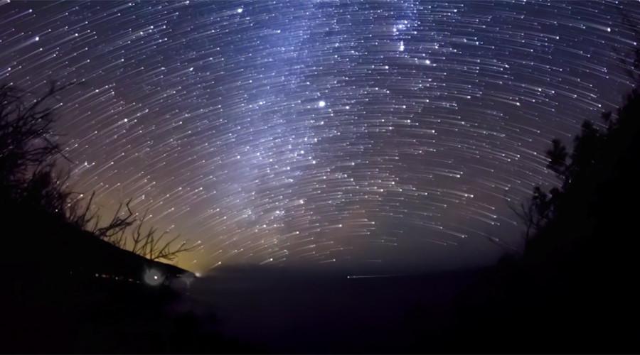meteorski-dozhd-go-osvetli-neboto-nad-kina