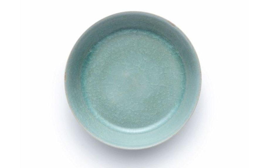Ова е најскапата керамичка чинија