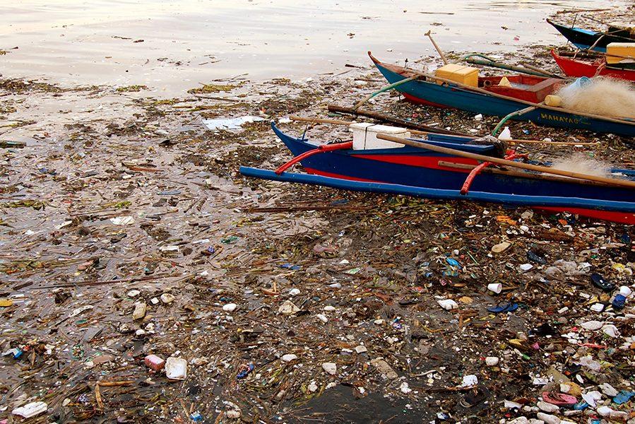 Милиони тони пластичен отпад во океаните доаѓа од само десет светски реки