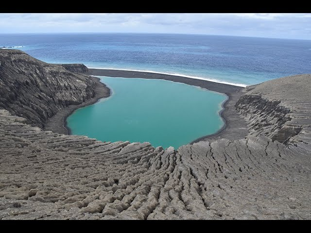 Погледнете го фасцинантното раѓање на новиот остров во Тонга