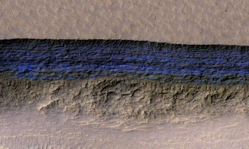 strmni-padini-na-mars-otkrivaat-struktura-od-zakopan-mraz