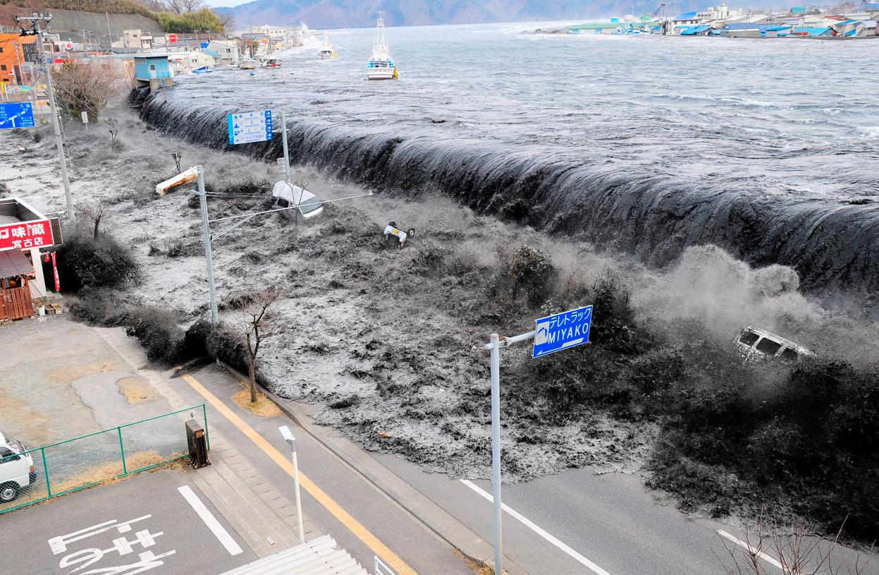 Japan-tsunami-triggered-by-earthquakle-on-the-coast