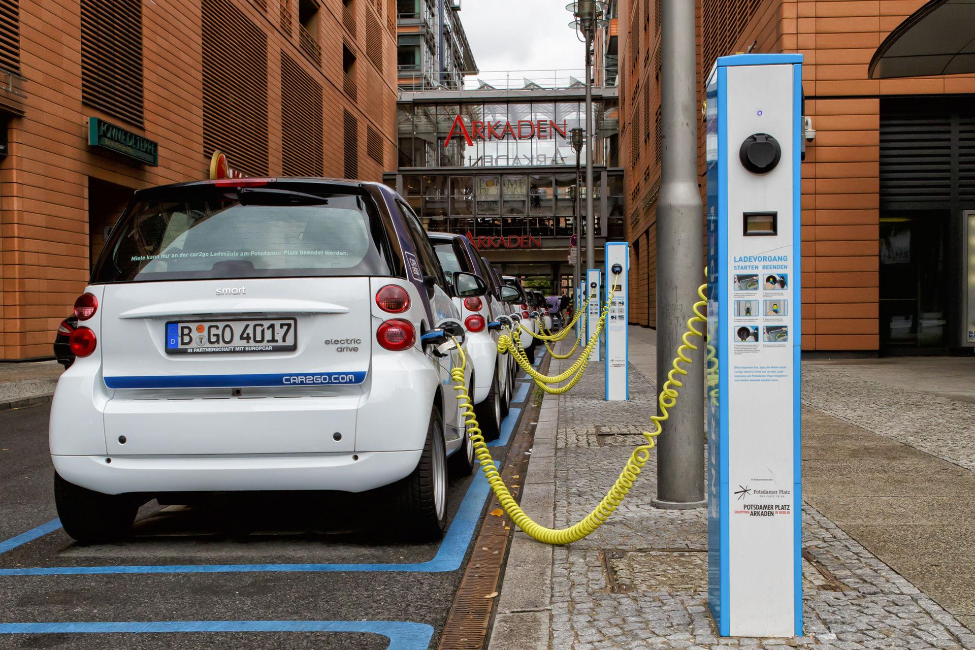 holland-ponders-banning-gas-burning-car-sales-starting-2025-106078_1